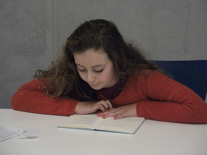 Maria konzentriert