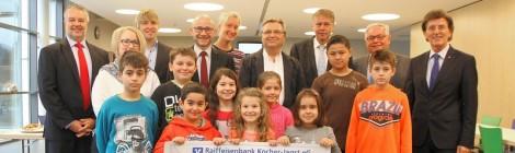 Hinten v.l.n.r.: Lothar Machule (Kiwanis), Carina Klipstein (BZN), Bürgermeister Achim Beck, Jochen Scheufler (BZN), Silke Hagemann (BZN), Dr. Jens Ehrmann (Kiwanis), Werner Löchner (Präsident Kiwanis), Reinhard Frischknecht (Kiwanis) und Manfred Bub (Kiwanis)